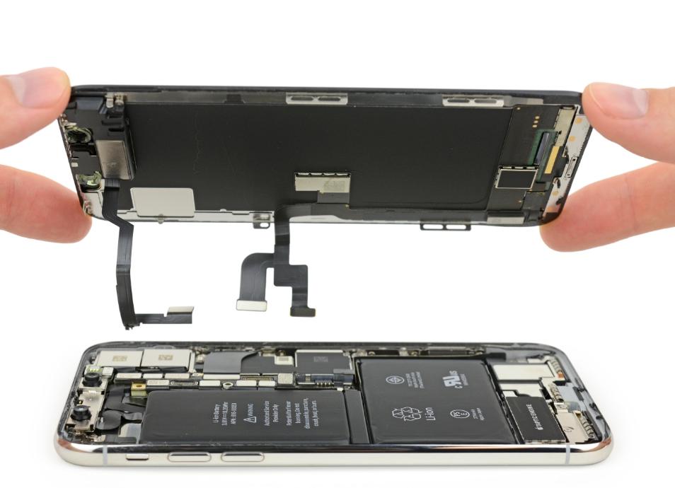 Отсоединяем дисплей iPhone X от корпуса телефона